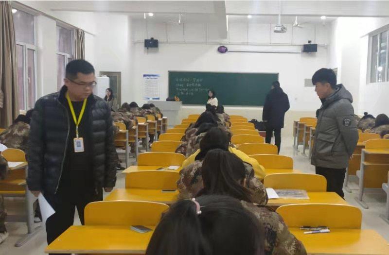 校领导深入考场巡视期末考试工作